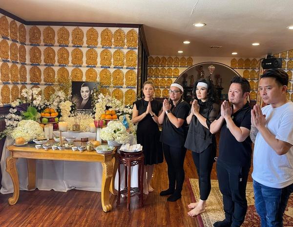 Lễ cúng thất đầu của ca sĩ Phi Nhung ở Mỹ: Con gái ruột và vợ cũ Bằng Kiều đội tang, Thanh Thảo - Thu Hoài cùng dàn sao Việt đến chia buồn